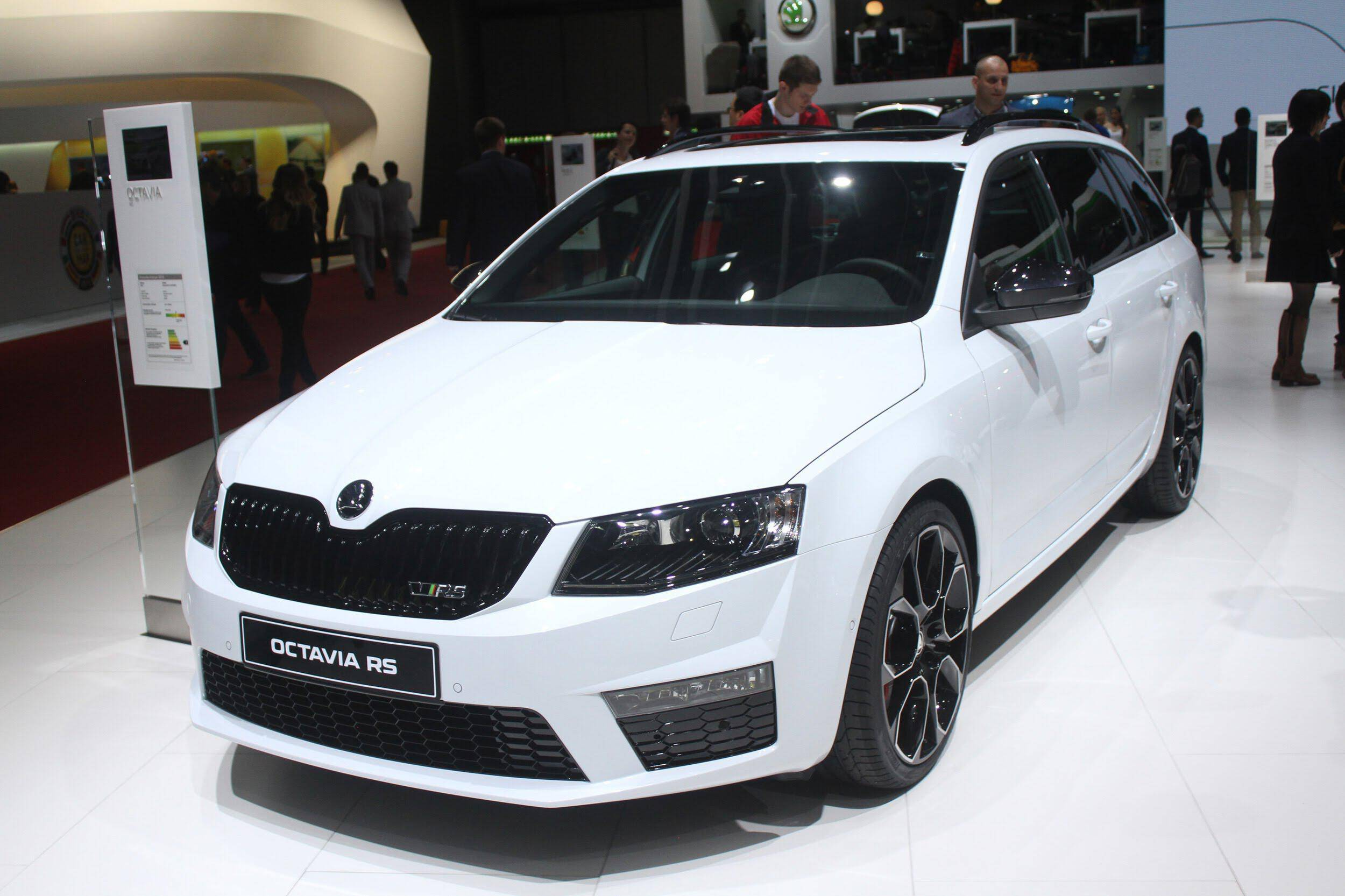 2016 skoda octavia rs 230 combi 2015 geneva motor show auto photo news. Black Bedroom Furniture Sets. Home Design Ideas